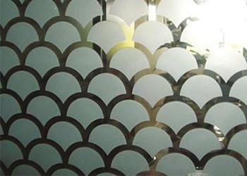 Films décoratifs sur-mesure pour fenêtres et vitrages
